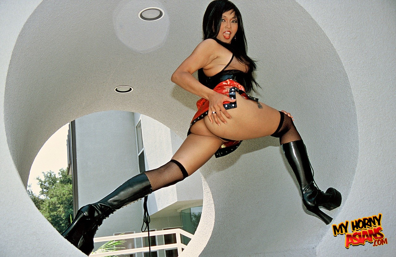 Mika tan makes foot love with rod fontana - 3 1